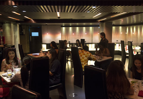 S Sukhumvit Suites  - Indulge Restaurant   Bar