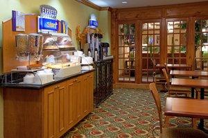 Restaurant - Holiday Inn Express Hotel & Suites CSU