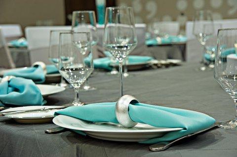 Homewood Stes Denver Dtwn Conv Ctr - Wedding table setting