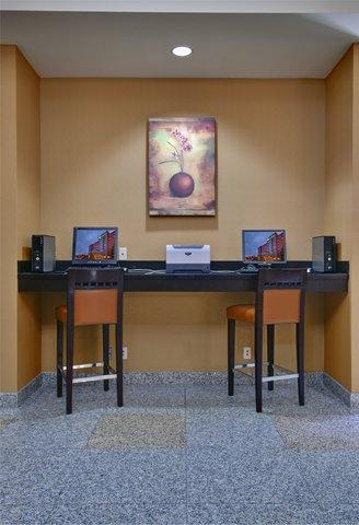 Holiday Inn Hotel And Suites Windsor Ambassador Bridge - Business Center Open 24 7
