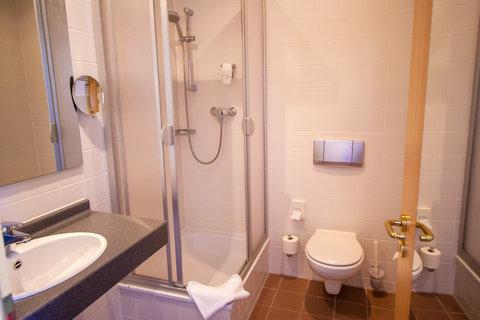 Holiday Inn LEIPZIG - GÜNTHERSDORF - Guest Bathroom with shower
