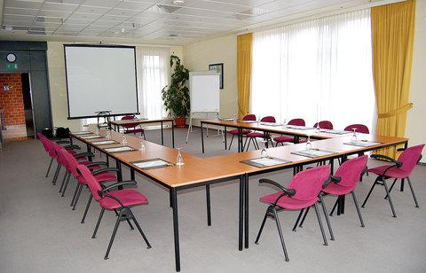Holiday Inn LEIPZIG - GÜNTHERSDORF - U-Shape maximum capacity 32 people