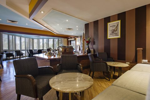 DoubleTree by Hilton Hotel Alice Springs - Deck Eatery   Bar