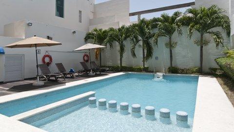 Holiday Inn Express CD. DEL CARMEN - Swimming Pool