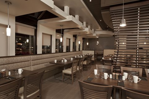 Holiday Inn Hotel And Suites Windsor Ambassador Bridge - Grill55
