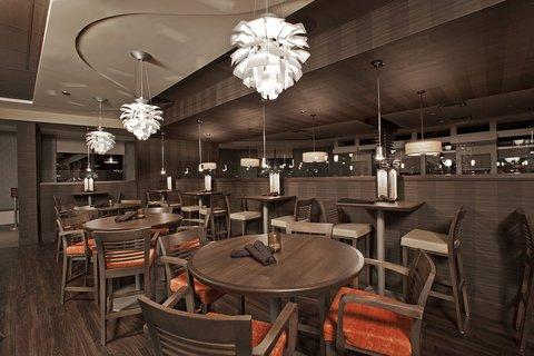 Holiday Inn Hotel And Suites Windsor Ambassador Bridge - Restaurant Lounge
