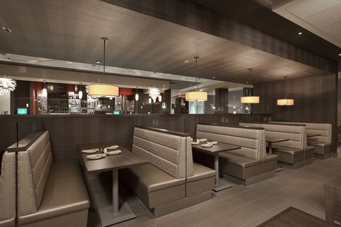 Holiday Inn Hotel And Suites Windsor Ambassador Bridge - Grill 55