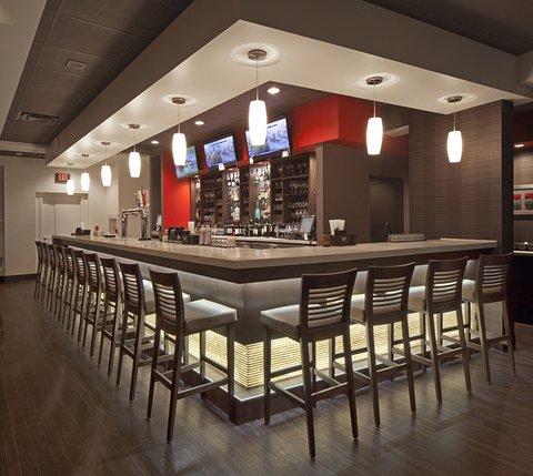 Holiday Inn Hotel And Suites Windsor Ambassador Bridge - Restaurant   Bar