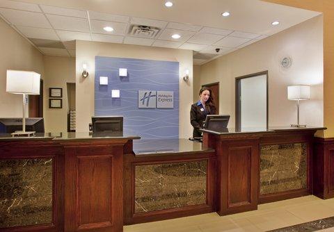 Holiday Inn Express & Suites GUTHRIE NORTH EDMOND - Front Desk