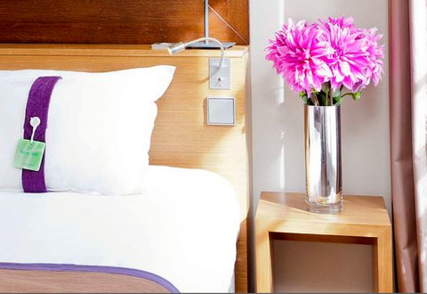 Holiday Inn PARIS - ELYSÉES - Pillow menu in each room