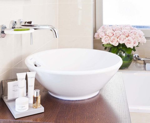 Holiday Inn PARIS - ELYSÉES - Guest Bathroom