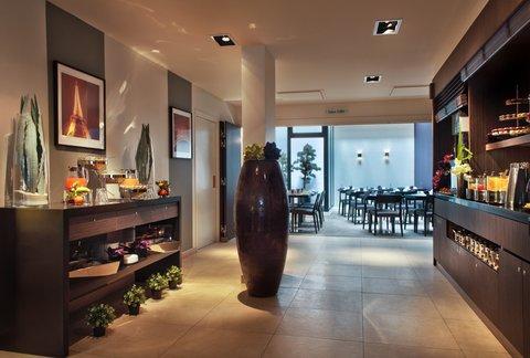 Holiday Inn PARIS - ELYSÉES - Buffet breakfast everyday
