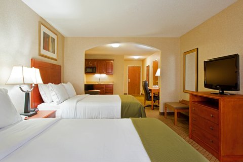 Holiday Inn Express & Suites GOSHEN - 4 Queen Bed Suite