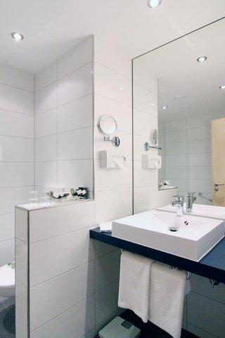Tranzit Hotel - Brand new bathroom