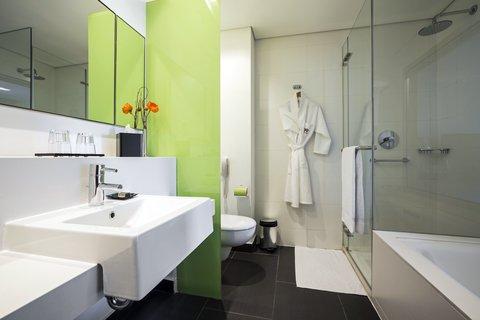 Crowne Plaza City Center Tel Aviv - Guest Bathroom