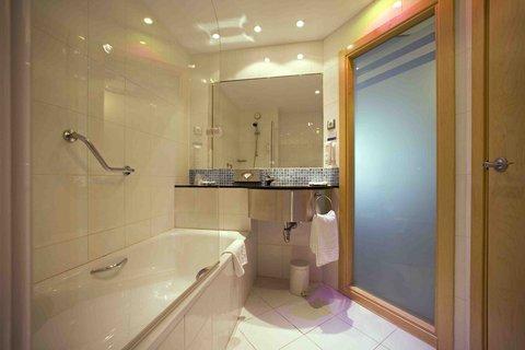 Holiday Inn Express Alcobendas Hotel - Standard Bathroom