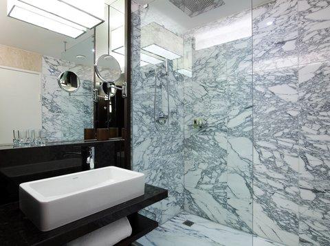 انتركوتيننتال جنيف - Bathroom in a Deluxe Suite with Lake Geneva View