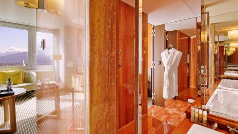 انتركوتيننتال جنيف - Take your Bath in a Red Marble Bathroom in a Junior Suite