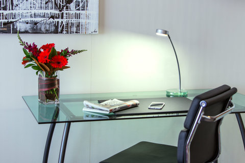Crowne Plaza AUCKLAND - In room desk