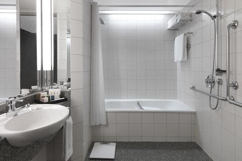 Crowne Plaza AUCKLAND - Guest bathroom