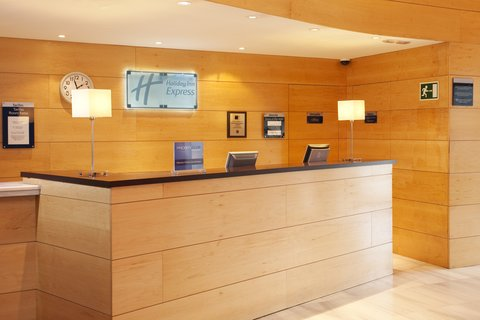 Holiday Inn Express Barcelona Molins De Rei - Our helpful reception desk