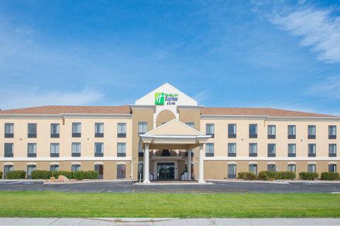 Holiday Inn Express & Suites DOUGLAS - Hotel Exterior
