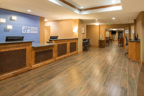 Holiday Inn Express & Suites DOUGLAS - Hotel Lobby