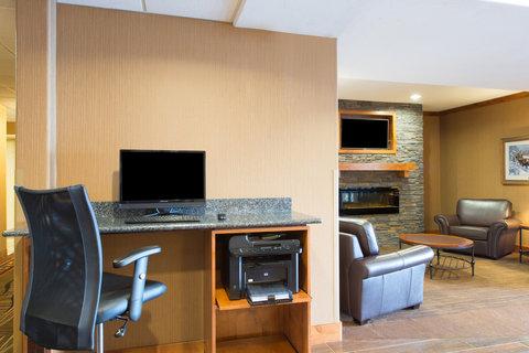 Holiday Inn Express & Suites DOUGLAS - Business Center
