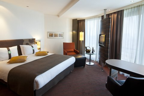 Holiday Inn ALMATY - Treat yourself to our Almaty hotel in our Suite with 1 5 bathrooms
