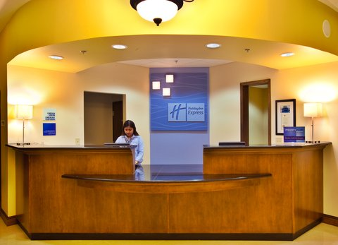 Holiday Inn Express WATERLOO-CEDAR FALLS - Our 24 hour front desk staff is here to help