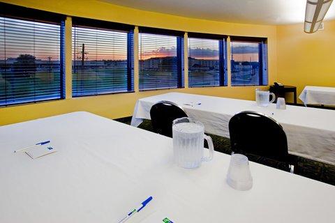 Holiday Inn Express WATERLOO-CEDAR FALLS - Holiday Inn Express Waterloo offers 800 sq ft of meeting space