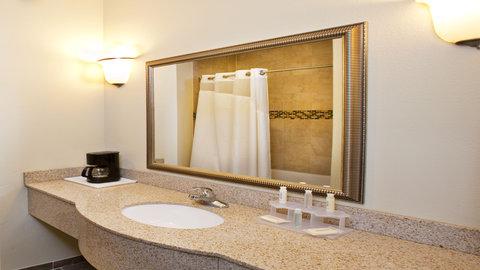 Holiday Inn Express WATERLOO-CEDAR FALLS - Enjoy Bath and Body Works shower amenities
