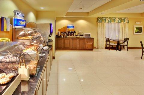Holiday Inn Express WATERLOO-CEDAR FALLS - Enjoy fresh pancakes at the Holiday Inn Express Waterloo