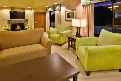 Holiday Inn Express WATERLOO-CEDAR FALLS - Wait for your colleagues in our relaxing lobby area
