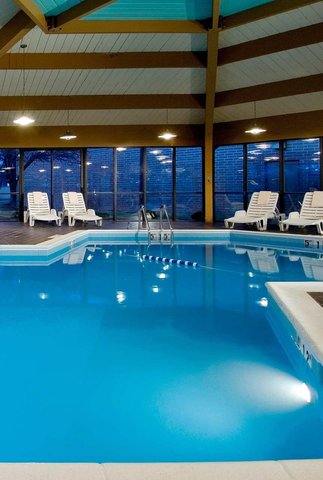 DoubleTree by Hilton Chicago - Arlington Heights - Pool