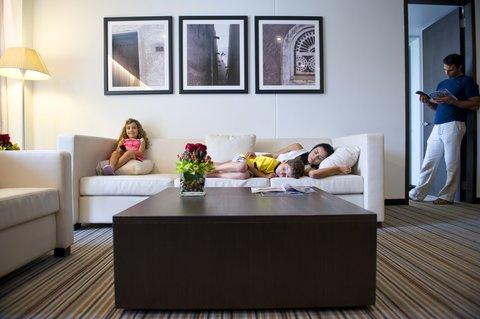 فندق كراون بلازا أبوظبي, جزيرة ياس  - Guest Room