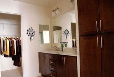 Oakwood at Via - Bathroom