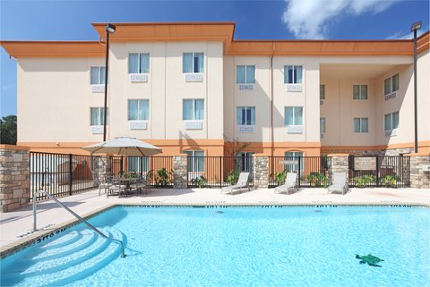 Holiday Inn Express & Suites MARSHALL - Swimming Pool