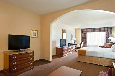 Holiday Inn Express Rochelle - Executive Suite