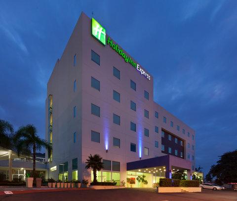 Holiday Inn Express GUADALAJARA ITESO - Hotel Exterior Night