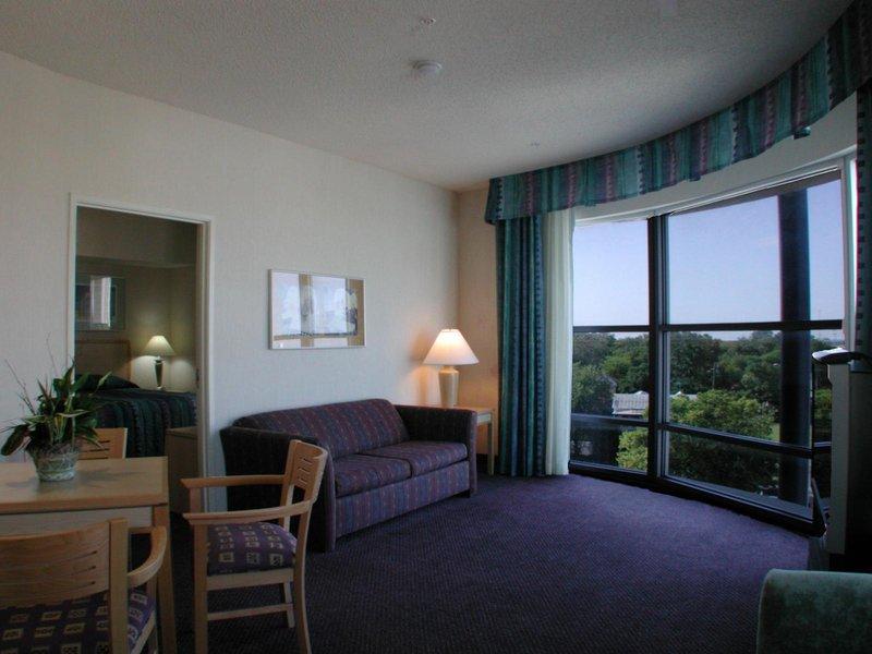 Holiday Inn Express & Suites SAN ANTONIO RIVERCENTER AREA - San Antonio, TX