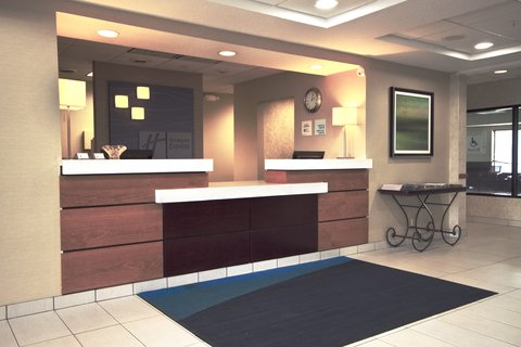 Holiday Inn Express ADRIAN - Front Desk