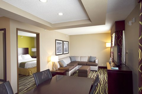 Holiday Inn Express ADRIAN - Executive Suite Living Area