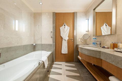 InterContinental AL KHOBAR - Guest Bathroom
