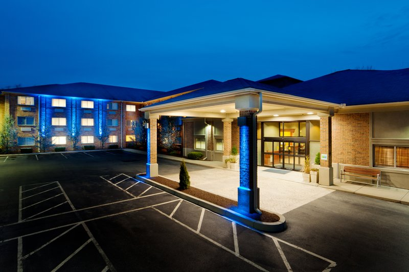 HOLIDAY INN EXP STES SMITHFIEL