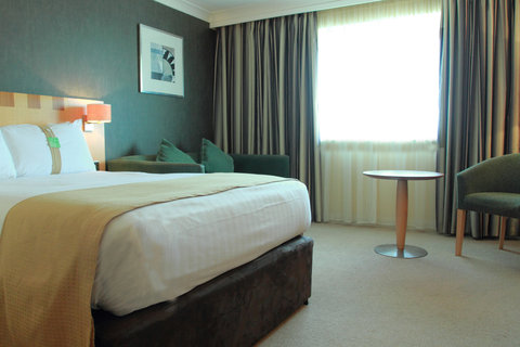 Holiday Inn A55 CHESTER WEST - Comfortable Double Bed plus Double Sofa Bed for up to 2 children