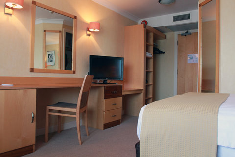 Holiday Inn A55 CHESTER WEST - Standard Room with Free WIFI  Freeview and Sky Sports