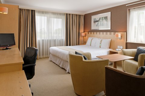 Holiday Inn A55 CHESTER WEST - Executive Room with Free WIFI  Freeview and Sky Sports 1 to 5
