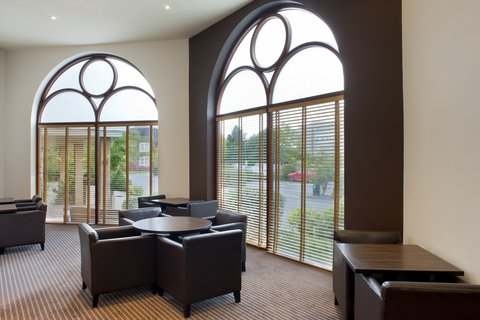 Holiday Inn GLOUCESTER - CHELTENHAM - Top section of the Bar and Lounge