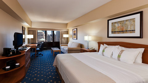 Holiday Inn Chicago Mart Plaza Hotel - King Bed Guest Room with Skyline View